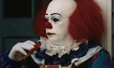 set-photo-tim-curry-pennywise-it