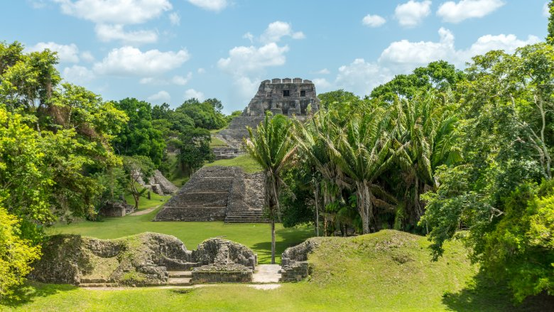 mayan pyramid ruins in belize