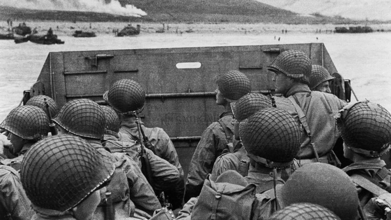 wwii soldiers landing dday