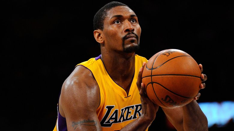 Metta World Peace shooting free throw