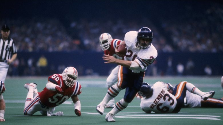 Bears RB Matt Suhey evading defenders