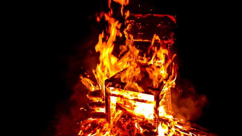spontaneous human combustion chair burning