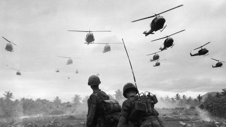 korean war helicopters soldiers